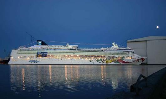 «Norwegian Jewel», верфь  Meyer Werft в Папенбурге