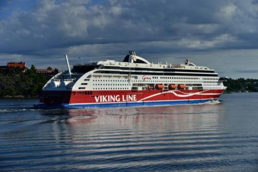«Viking Grace» в пригороде Лидинге