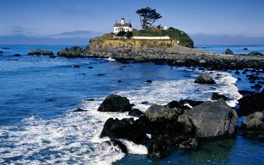 battery_point_lighthouse_crescent_city_california.jpg