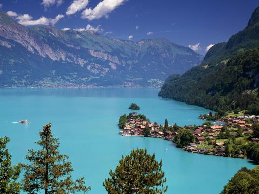 lake_brienz_iseltwald_switzerland.jpg