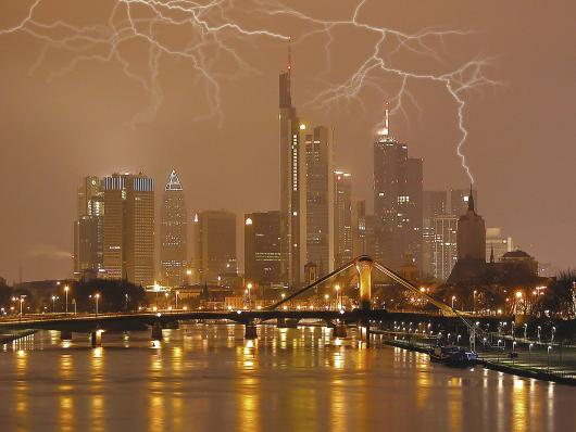 lightning_storm_frankfurt_germany.jpg