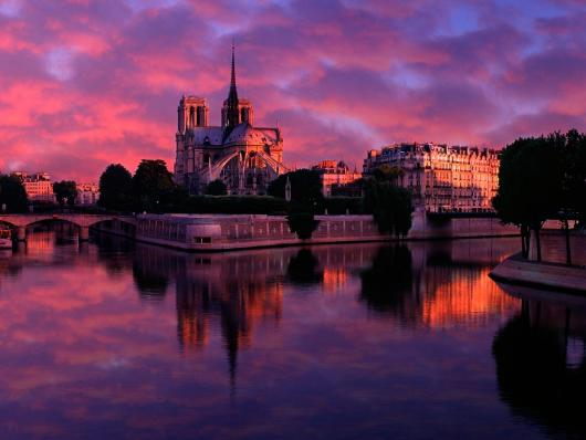 notre_dame_at_sunrise_paris_france.jpg