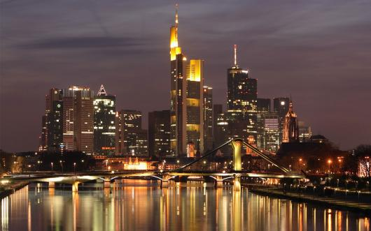 037803_germany_frankfurt_noch_doma_reka_most_ogni.jpg