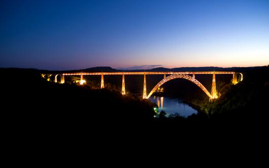 060133_peyzazh_most_noch_nebo_ogni_voda_reka_doroga_night_road_bridges_view_nature_walls_rivers_water.jpg
