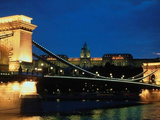 chain_bridge_kings_palace_budapest.jpg